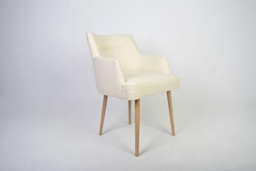 Fotel tapicerowany w stylu skandynawskim