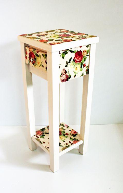 Stolik różany w stylu prowansalskim
